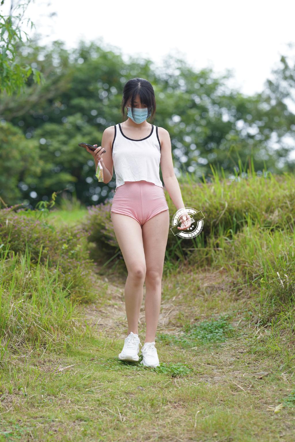 这连体式露背装特别漂亮 网络美女 第5张