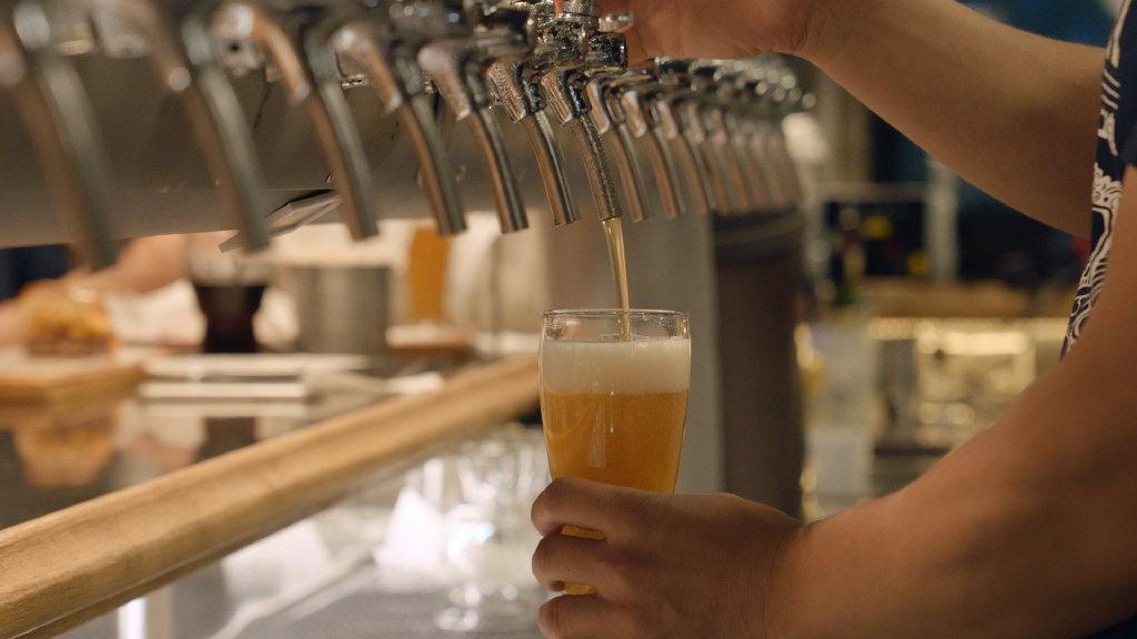 精釀啤酒紀錄片《都在酒里》,來自機核GSENSE