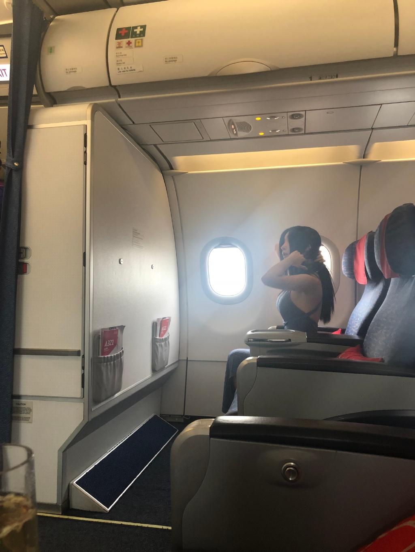 坐飞机头等舱有什么好?头等舱的隐形福利竟然是这个! liuliushe.net六六社 第4张