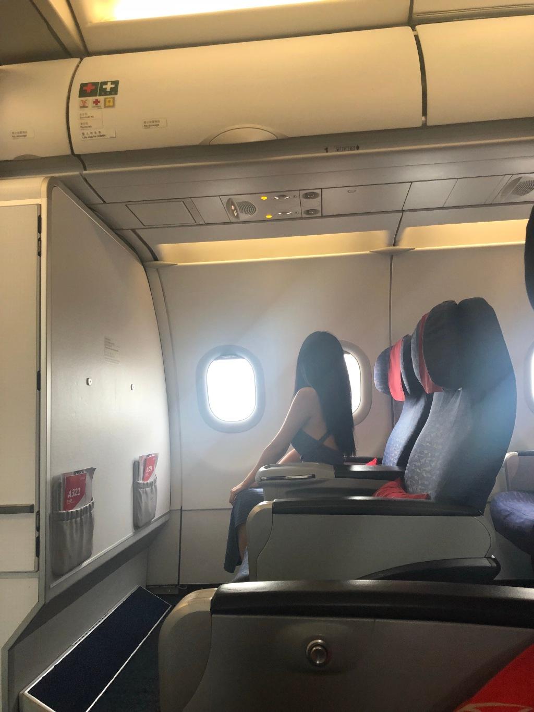 坐飞机头等舱有什么好?头等舱的隐形福利竟然是这个! liuliushe.net六六社 第1张