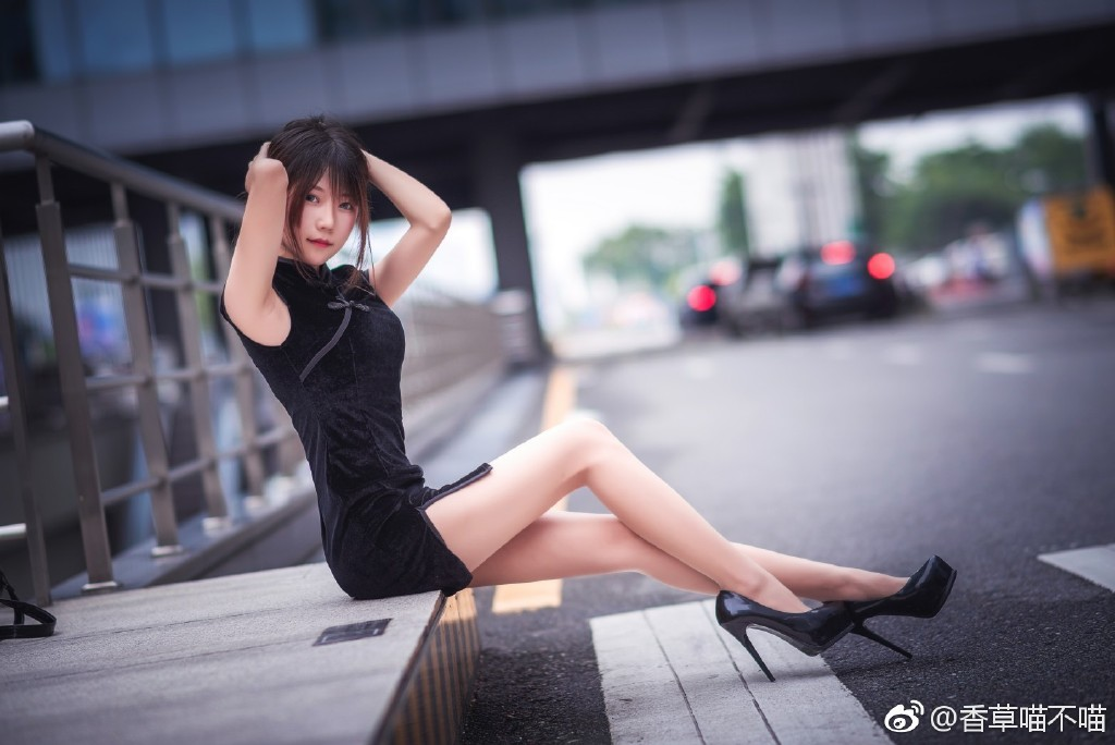 COSER妹纸推荐@香草喵露露 大长腿、好身材尽现眼前!-觅爱图