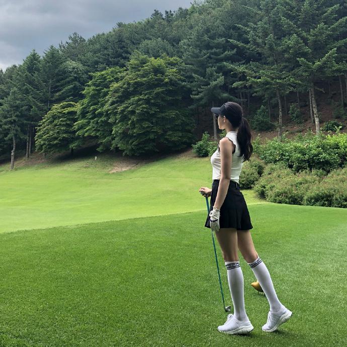 妹子图:韩国瑜伽老师黄雅英  