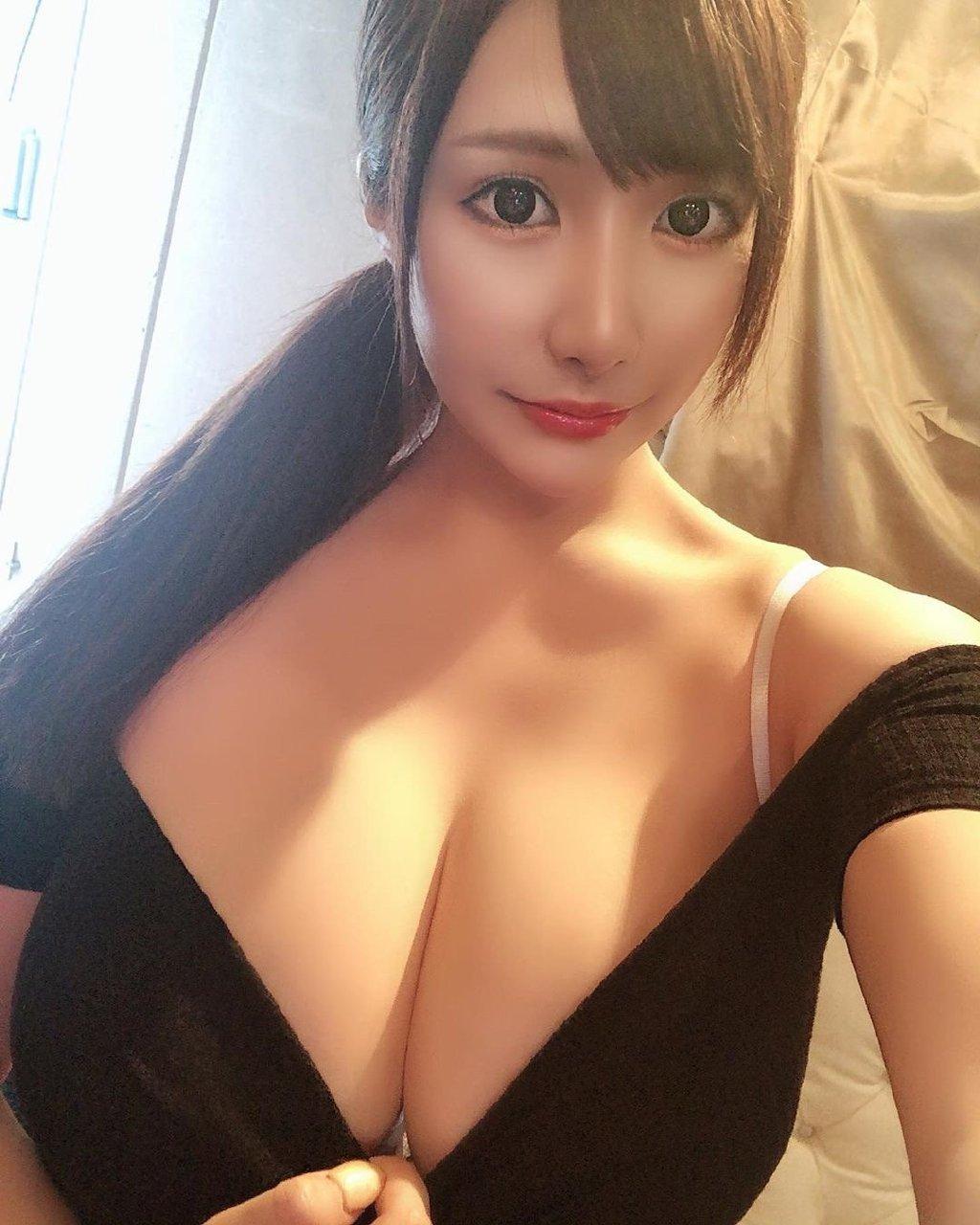 大胸长腿身材惹火的混血美女主播赵芷彤 妹子图 热图3