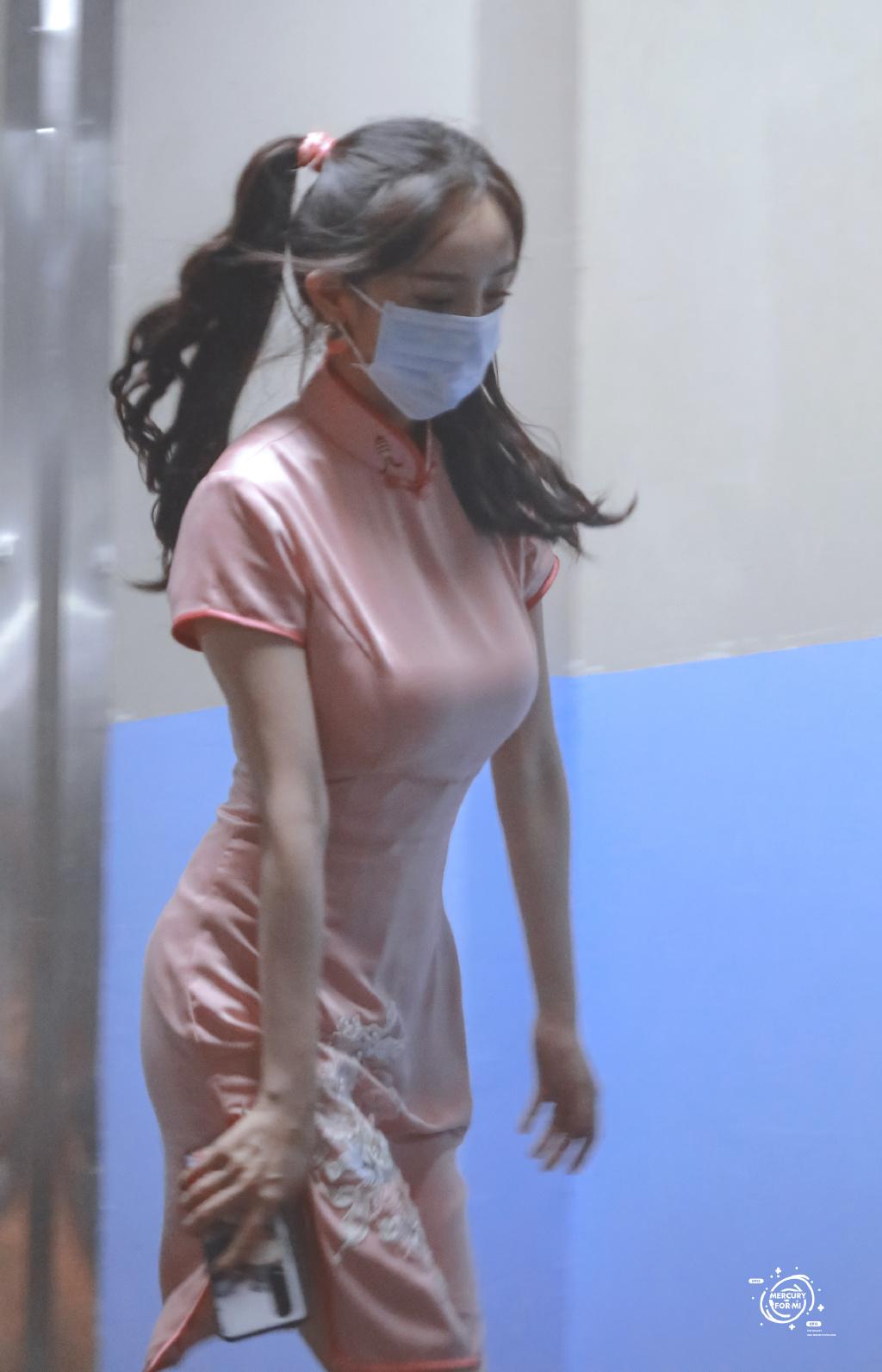 杨幂《密室大逃脱》双马尾发型+旗袍造型火了 liuliushe.net六六社 第6张