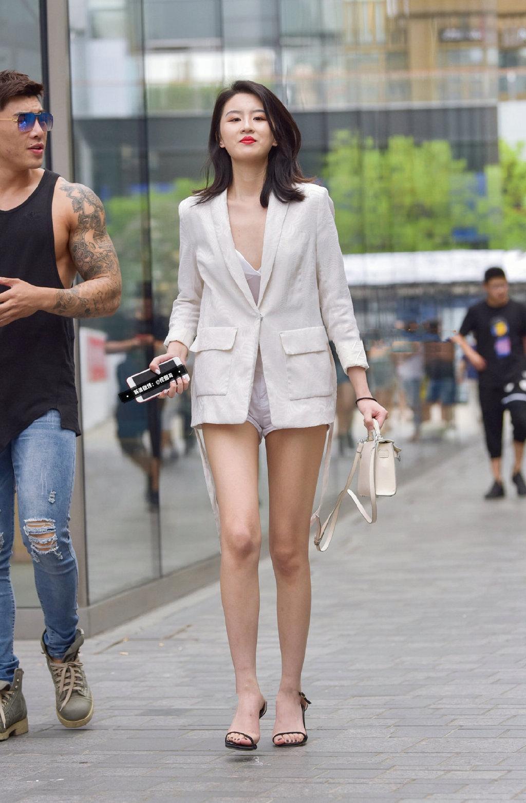 西装外套也能如此性感。   涨姿势 第2张