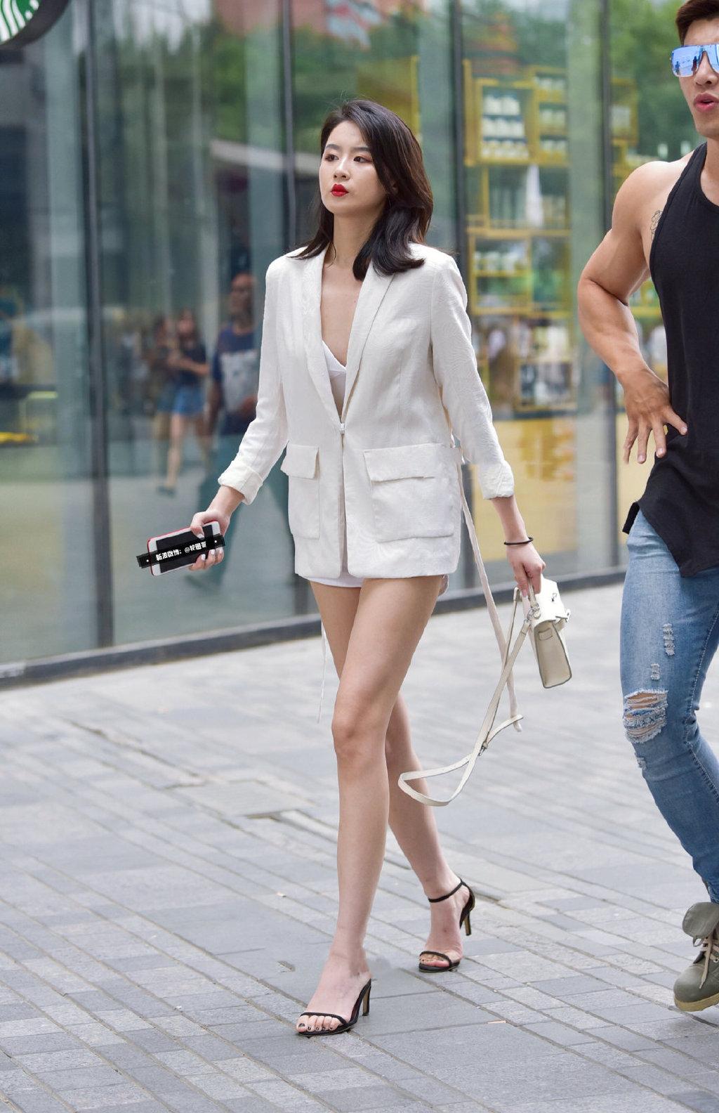 西装外套也能如此性感。   涨姿势 第4张