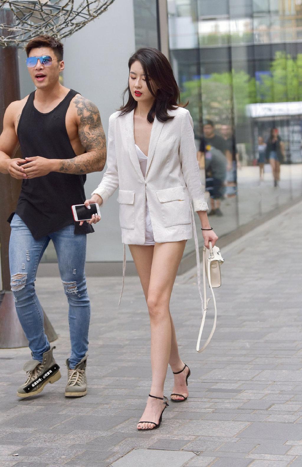 西装外套也能如此性感。   涨姿势 第3张