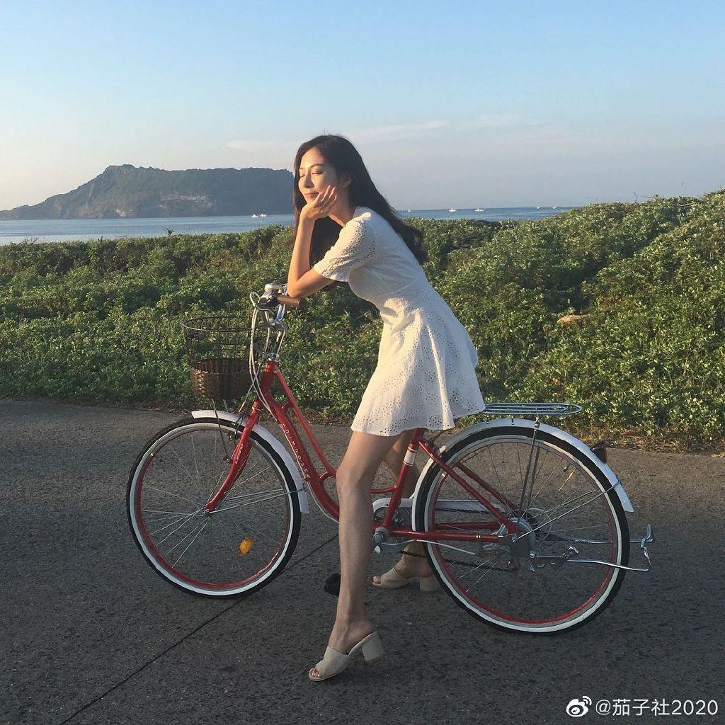 健身教练BORA KIM:韩系御姐范,比基尼大秀好身材