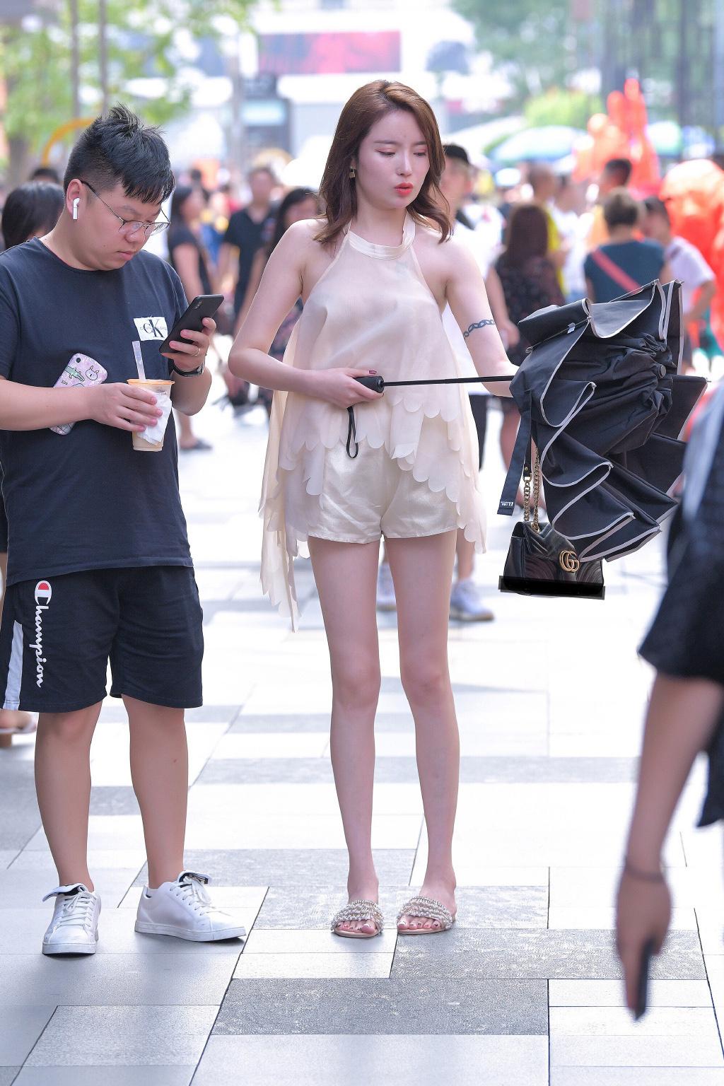 51假期街拍美女辣图12p