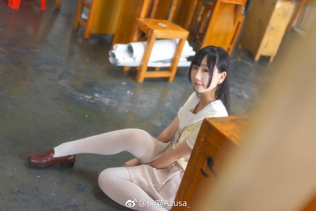 今日妹子推荐@梓喵Azusa_ 小萌妹也是可以性感的