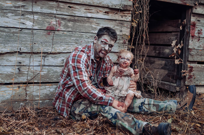 国外一网友为她老公和女儿拍摄的丧尸万圣节主题照 涨姿势 第6张
