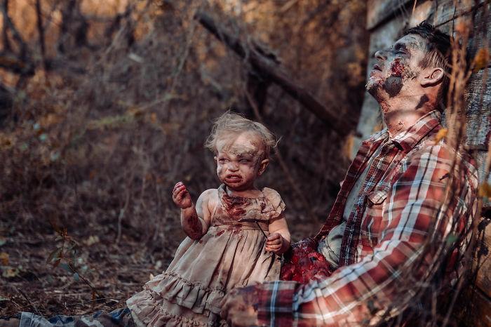 国外一网友为她老公和女儿拍摄的丧尸万圣节主题照 涨姿势 第8张