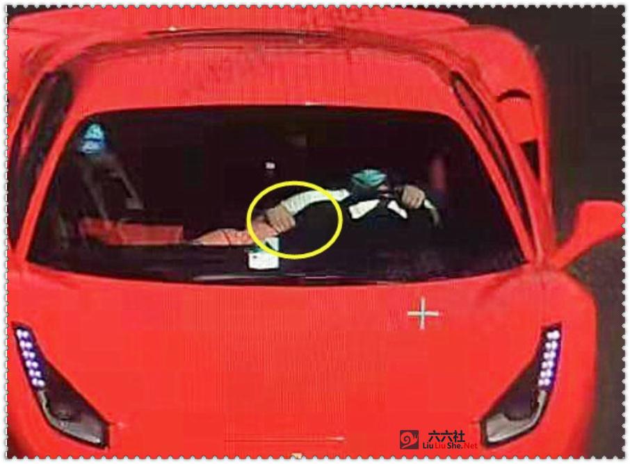 杭州法拉利撞电动车监控视频,副驾驶女子当时正在驾驶位附近捡东西