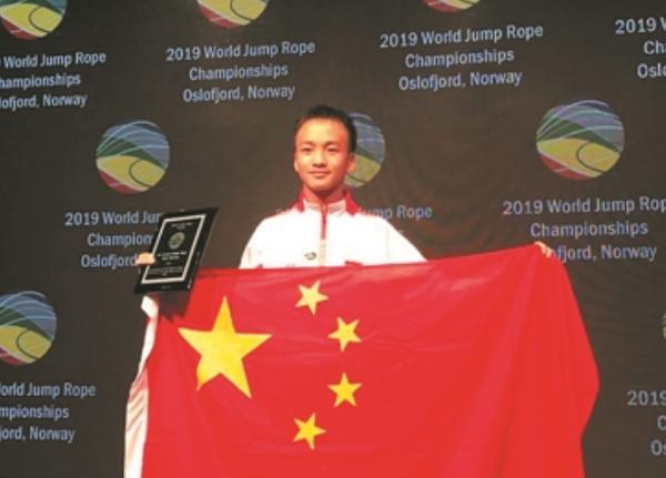 跳绳四大吉尼斯世界纪录:岑小林一分钟最快跳380下
