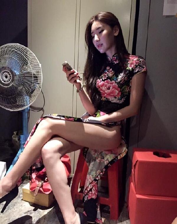 旗袍小姐姐腿玩年