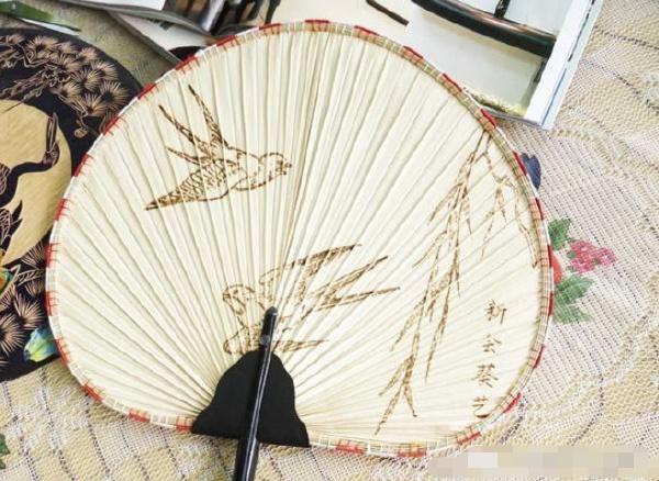 中国五大名扇排行榜:檀香扇香味经久不散