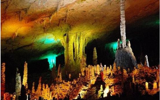 中国十大溶洞排行榜:黄龙洞喀斯特岩溶地貌超壮观