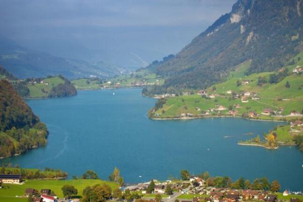 瑞士十大最美小镇排行榜:因特拉肯啊阿尔卑斯山的起点