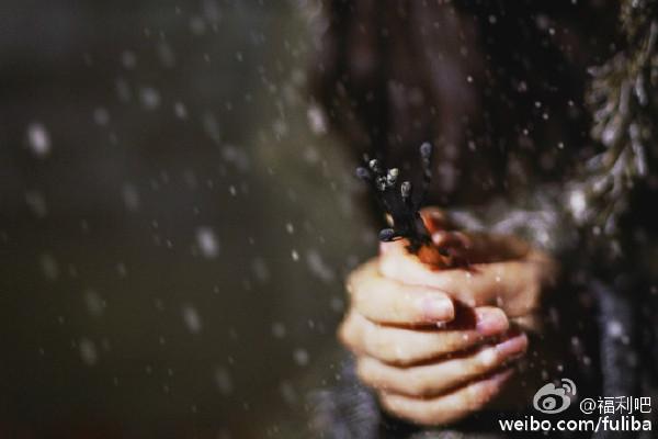 网易摄影:卖火柴的小女孩,冬日小清新暖心来袭