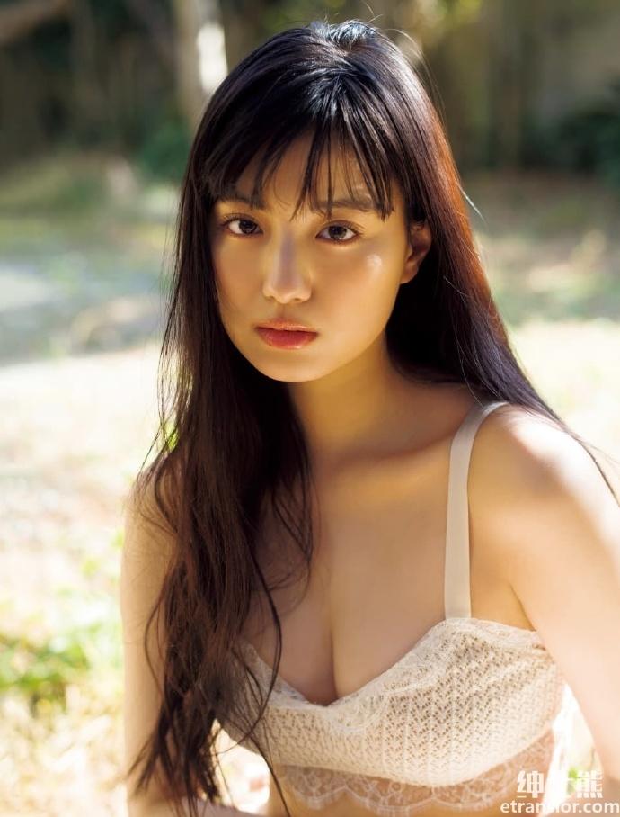 靠《假面骑士》爆红20 岁鹤嶋乃爱空灵长相身材积累高人气 网络美女 第4张