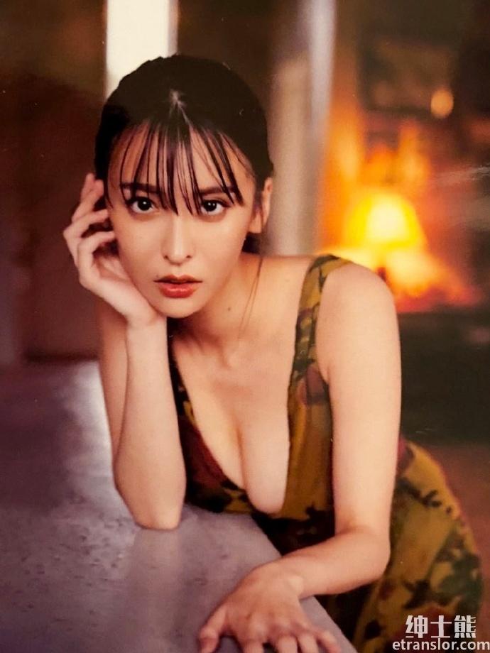 正妹奈月赛纳终于再推写真172 cm+御姐气息迷倒网友 网络美女 第4张