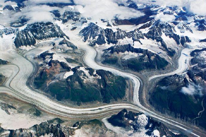 青藏高原的冰川世界