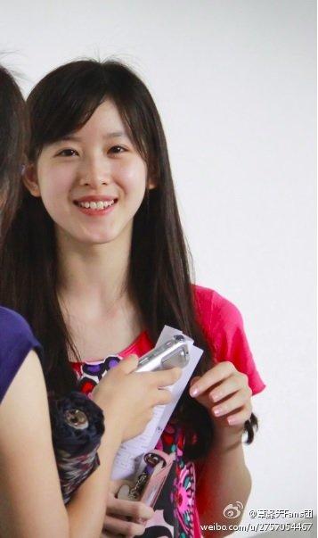 章泽天大学献血旧照,青涩可人的奶茶妹妹,还是熟悉味道~ 