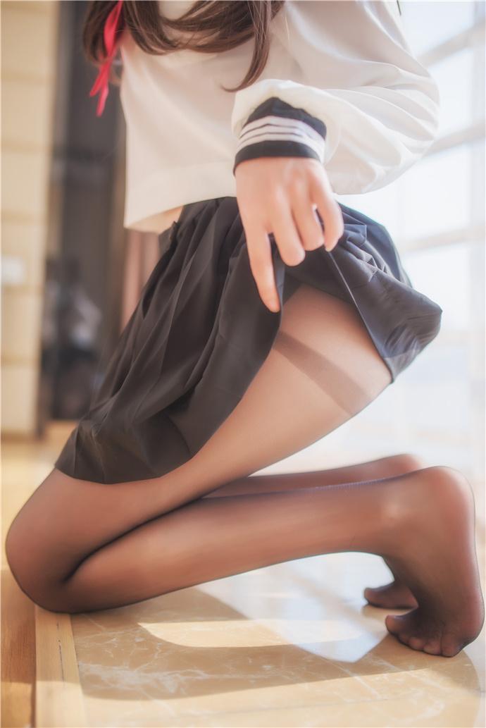 白金Saki 9套写真- JK黑丝水手服写真图包 白金Saki