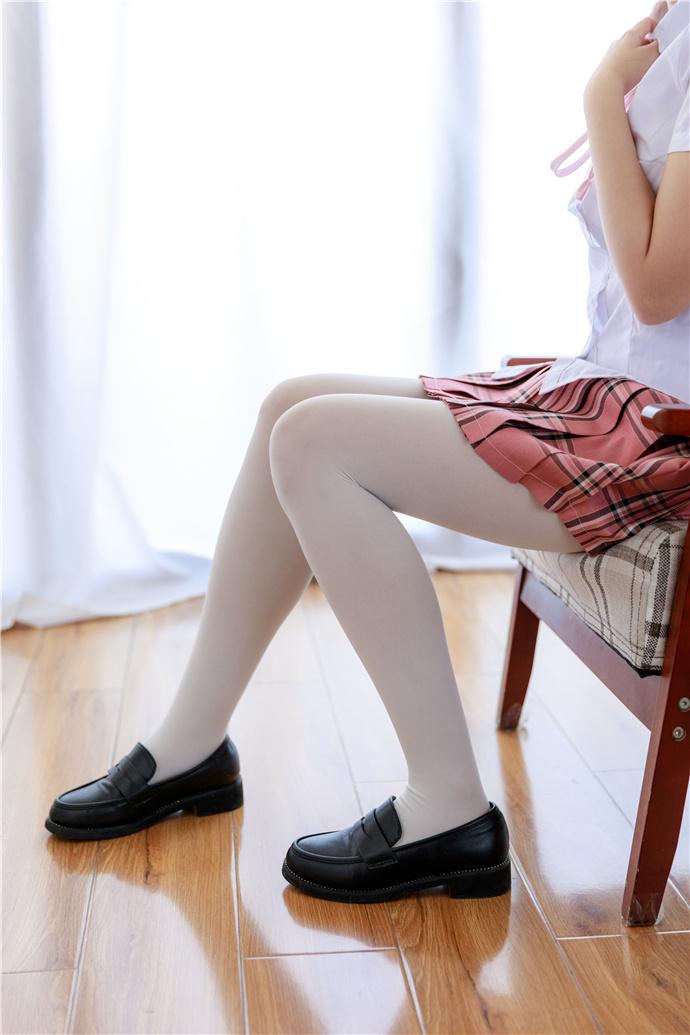 喵写真-喜欢穿格子裙的白丝萝莉图集 喵写真