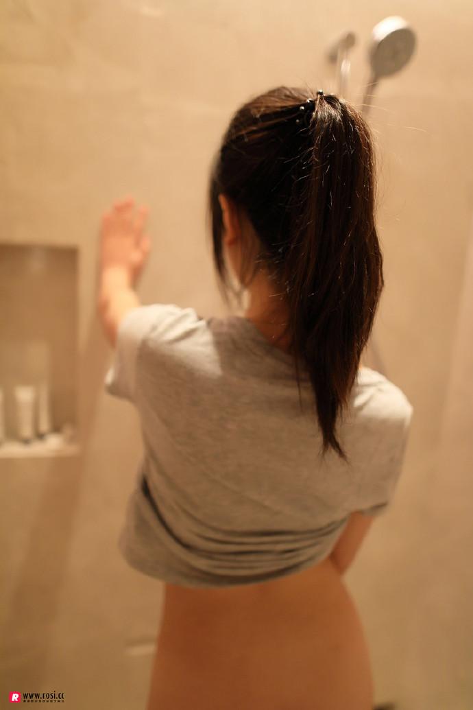 rosi系列:浴室里的小姐姐