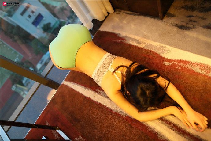 jianzhide.com_rosi系列:屁股大过肩的妹子