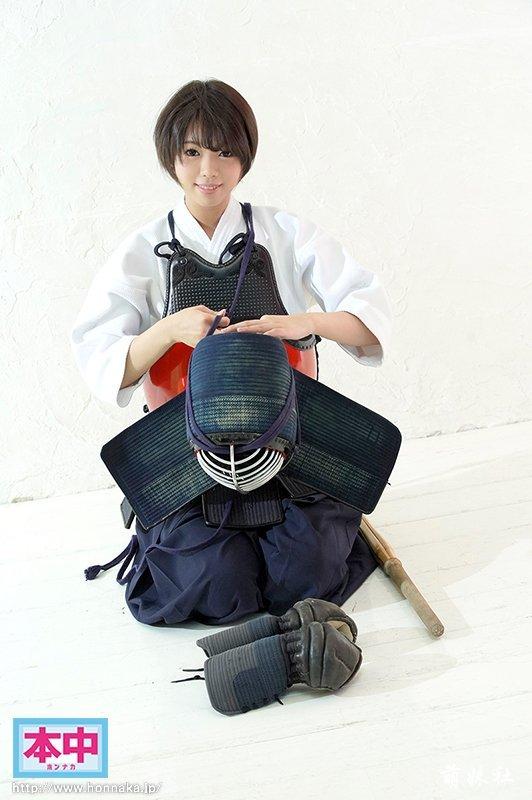 本中又一新人凪咲一缕,短发可爱还喜欢击剑