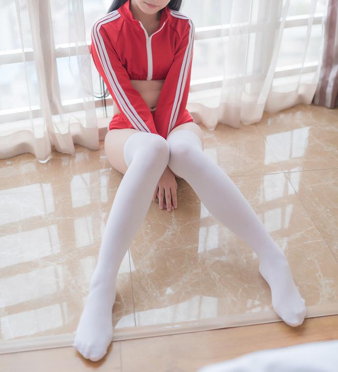大红色和白丝才是绝配 清纯丝袜
