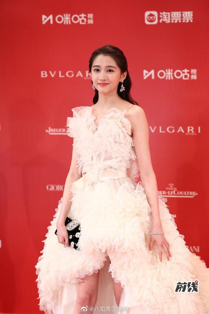 #上海电影节红毯# #关晓彤礼服# 娱乐 热图9