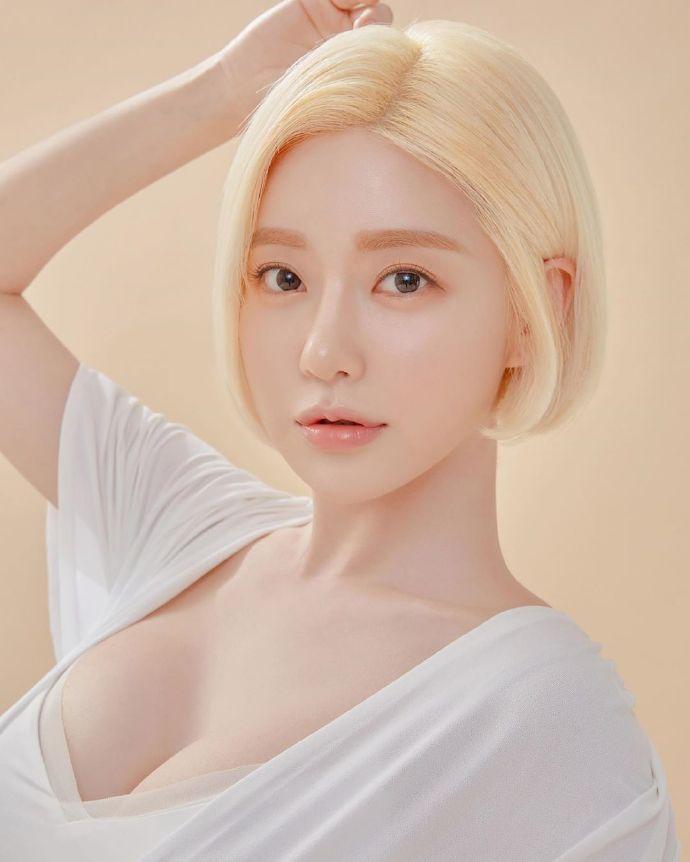 韩国性感美女DJ黄素熙Soda