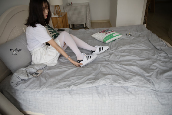 白袜裤美女套图129P