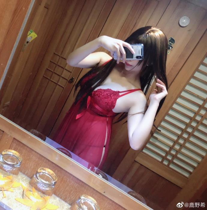 @鹿野希 今晚穿红色可以不可以?