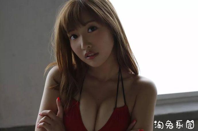 日本F杯欧派的佐野雏子—性感红色比基尼写真集(Cross),千夜一夜的梦