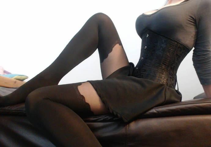 妹子图 国外掀裙子的黑丝美腿妹子jvktwrna动态图