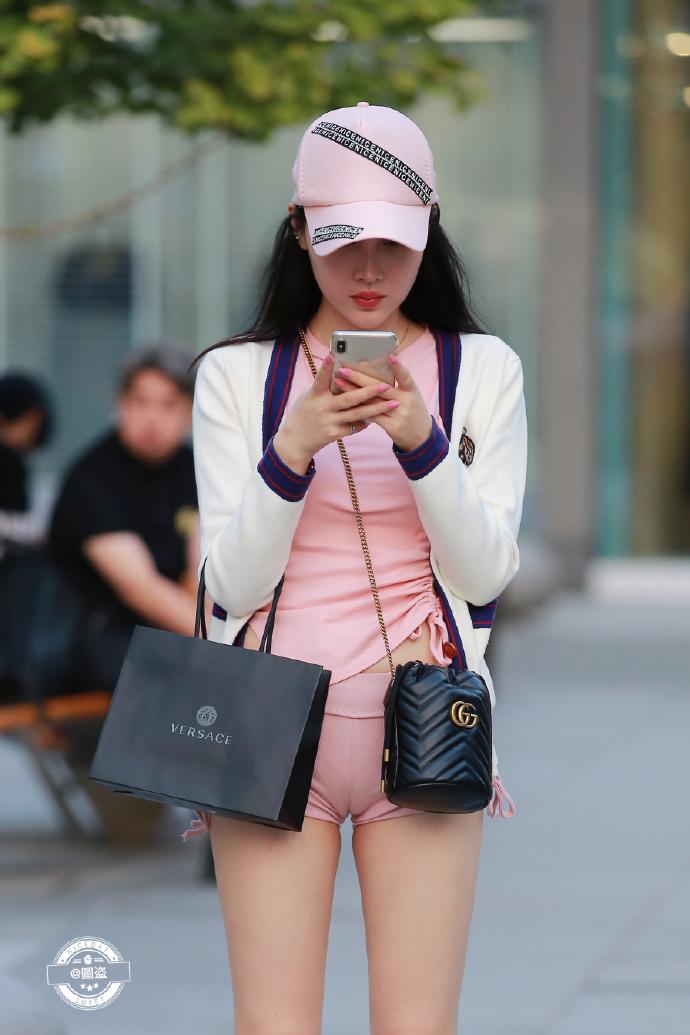 今天的妹子裤子有点紧coserba.com下福利 第4张