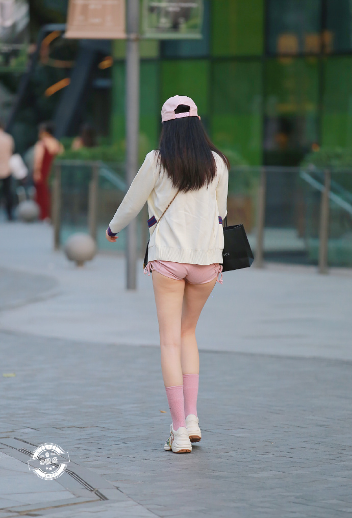 今天的妹子裤子有点紧coserba.com下福利 第9张
