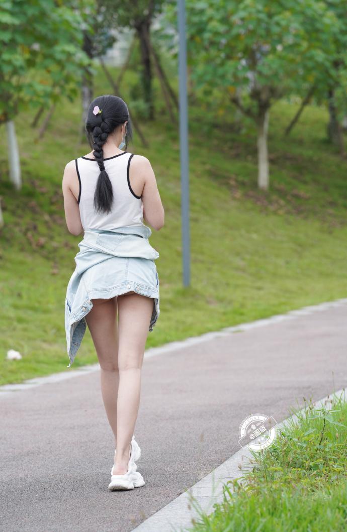 今日妹子图 20201214 这连体式露背装特别漂亮 liuliushe.net六六社 第8张