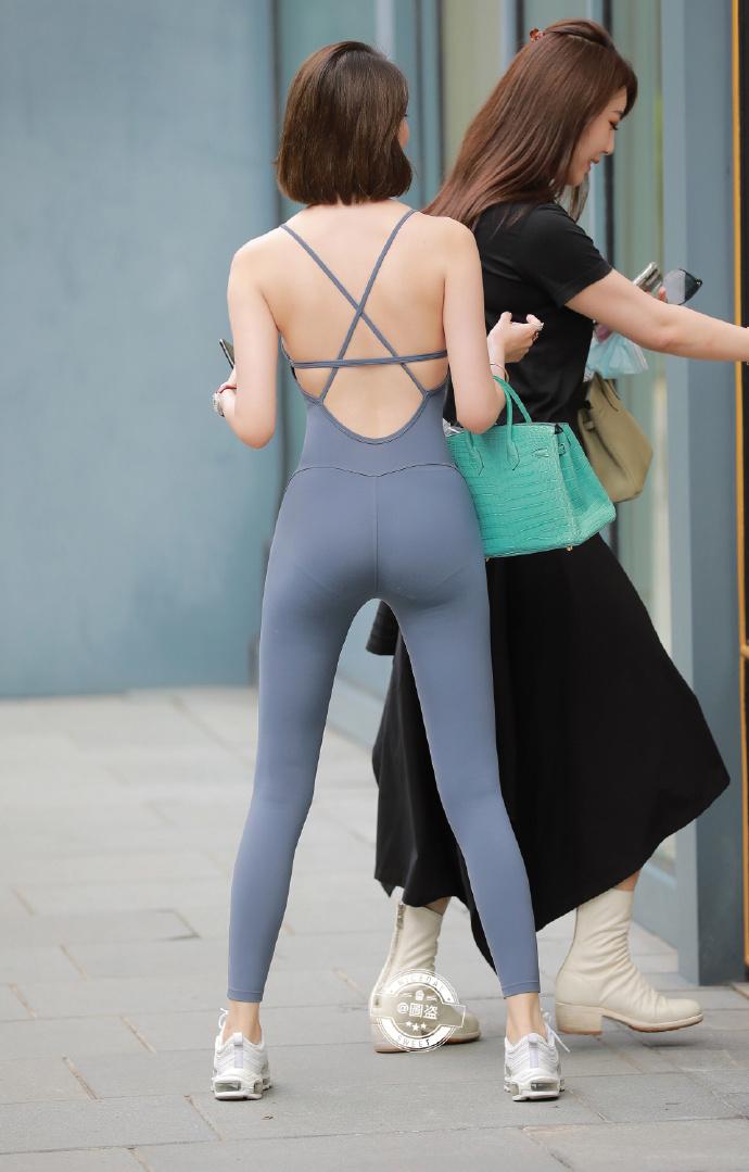 今日妹子图 20201214 这连体式露背装特别漂亮 liuliushe.net六六社 第16张