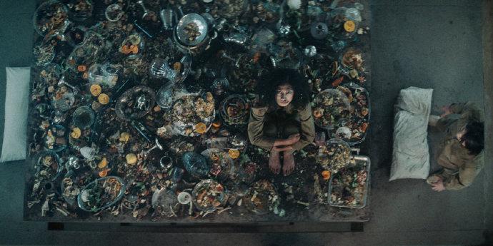 西班牙恐怖电影《饥饿站台》垂直版《雪国列车》-福利巴士