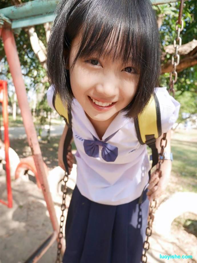 泰国萌妹因胯下凸起走红网络,其实人家真的是女生