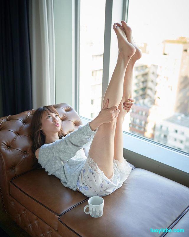【腿控福利】日本女体摄影师镜头下的各种腿精软妹子
