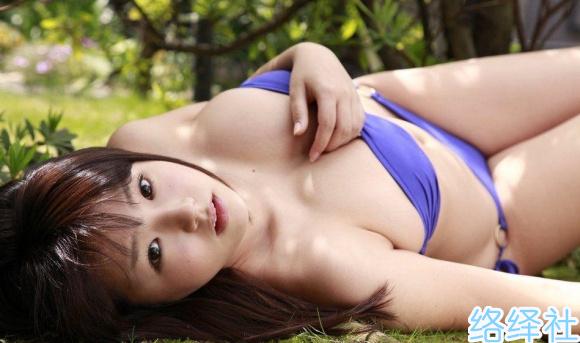 日本童颜巨峰写真明星篠崎爱经典作品图片分享