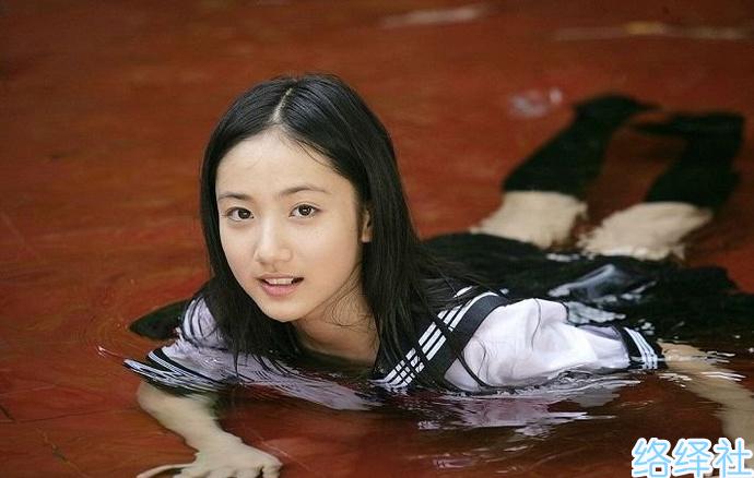 从清纯到裸身,11岁就出道的入江纱绫写真作品集