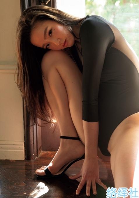 腿控福利!日本9头身赛车女郎太田麻美写真作品