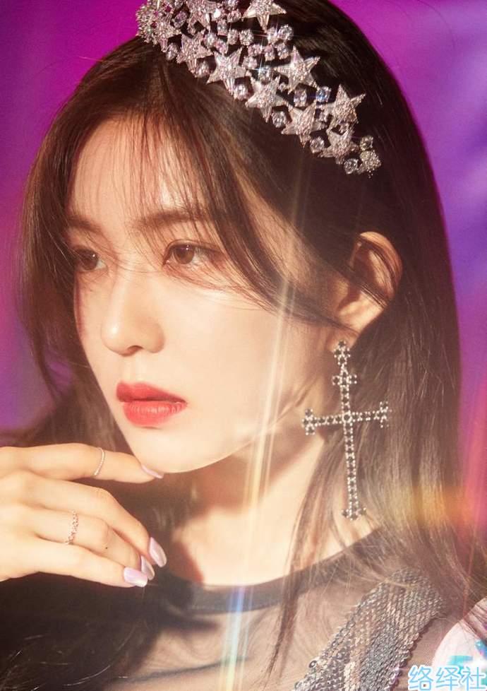 Irene裴珠泫GIF动图,夸张耳环掩盖不了的神仙颜值